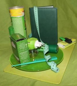 коллаж из зеленых предметов