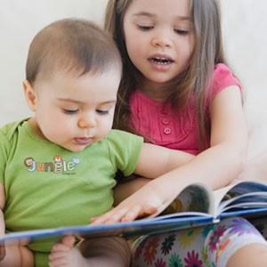 брат-и-сестра-читают