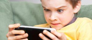 Франция запретит смартфоны в школах