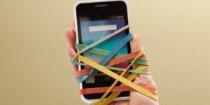 Почему дети зациклены на смартфонах